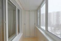 Шкаф во всю высоту с раздвижными дверцами