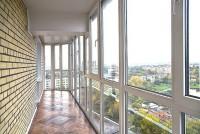 Панорамное остекление Rehau от пола до потолка, укладка на пол плитки, отделка потолка